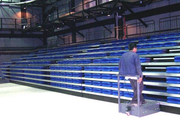 Инсталяция мобильных телескопических трибун ( модель UBF-1)